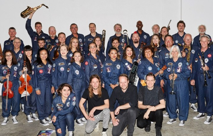 La International Space Orchestra con i Sigur Rós. Fonte: http://internationalspaceorchestra.com/