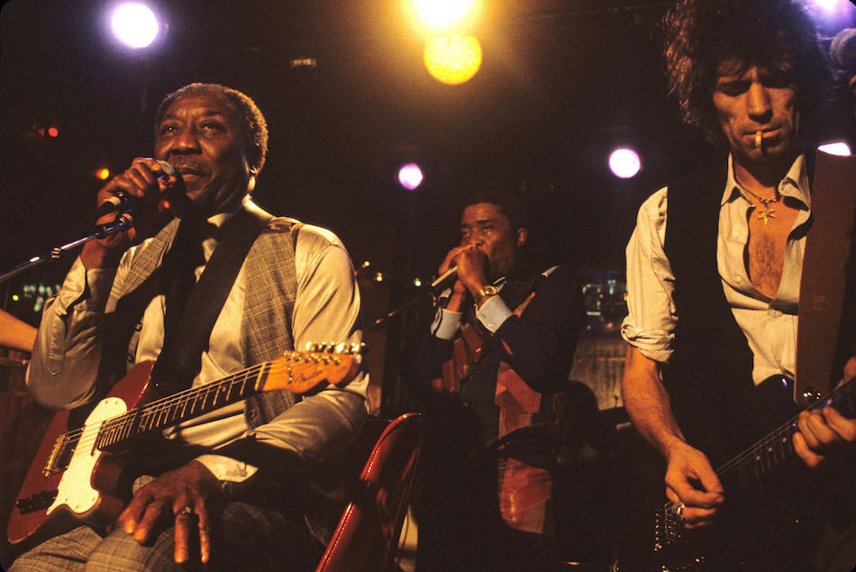 Muddy Waters, Junior Wells e Keith Richards alla Chicago's Checkerboard Lounge nel 1981, (Photo by Michael Halsband/Landov)