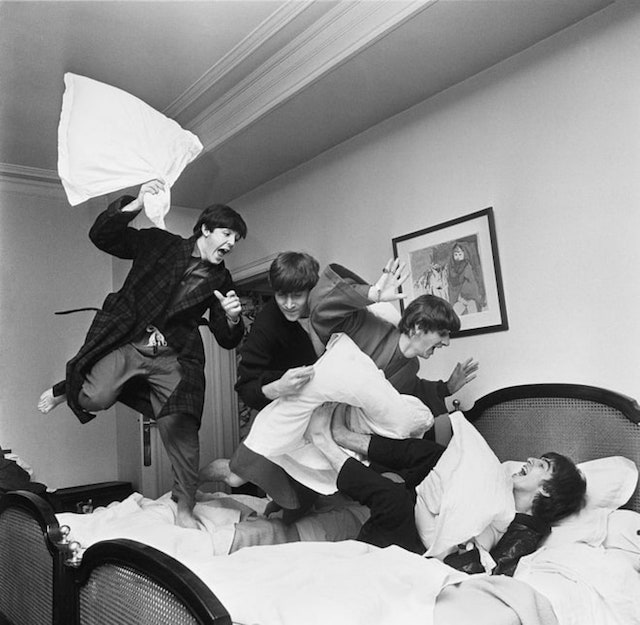 The Beatles a Parigi, foto di Harry Benson