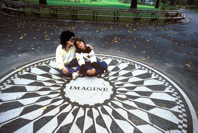 Yoko Ono e Sean Lennon, foto di Harry Benson