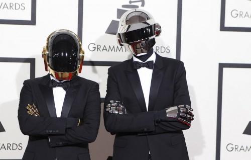 I Daft Punk sul red carpet dei Grammy 2014. Li rivedremo presto