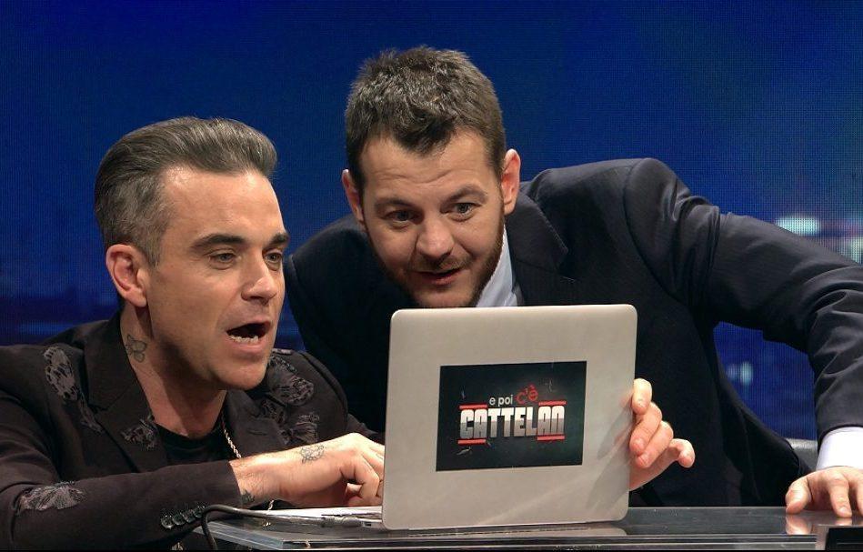 """Alessandro Cattelan con Robbie Williams durante una puntata di """"EPCC"""", dal 16 febbraio in seconda serata su Sky Uno"""
