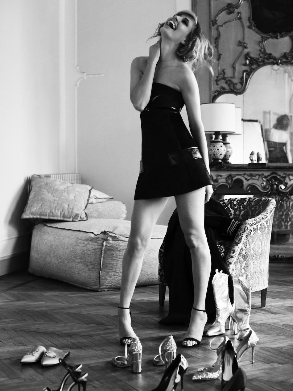 abito: Louis Vuitton, scarpe: Casadei, foto di Dimitri Dimitracacos