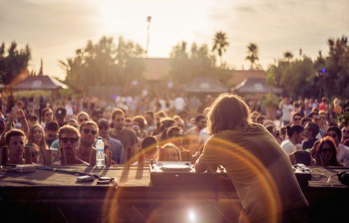 Motor City Drum Ensemble durante il suo set durante l'Oasis Festival a Marrakech, foto di Lahcen Mellal