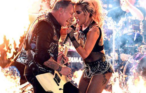 James Hetfield e Lady Gaga durante l'esibizione ai Grammy, foto di Kevin Winter/Getty Images for NARAS