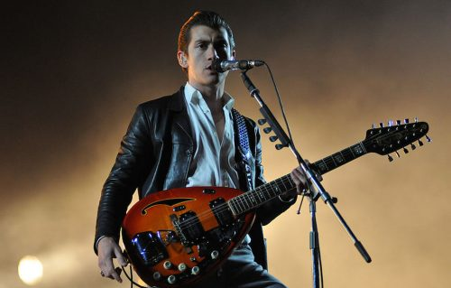 Alex Turner sul palco del Reading Festival nel 2014, foto di Brandon/Redferns via Getty Images