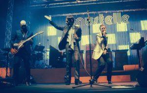 I Baustelle vestiti Gucci sul palco dell'Auditorium Parco della Musica il 13 marzo 2017, foto di Simone Cecchetti - Corbis via Getty