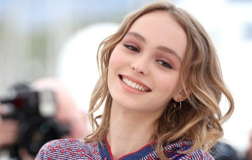 Lily-Rose Depp Instagram, la figlia di Jack Sparrow fa infuriare i fan per lo scatto sensuale