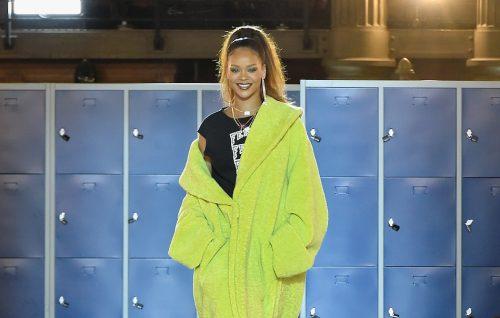 Rihanna sulla passerella durante la sfilata di 'Fenty Puma by Rihanna', foto di Kristy Sparow/Getty Images