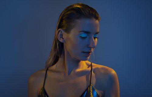 Guarda 'Different', il nuovo video di Giulia Villari