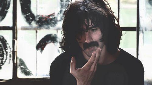 Guarda 'Vieni a salvarmi', il nuovo video di Andrea Laszlo De Simone