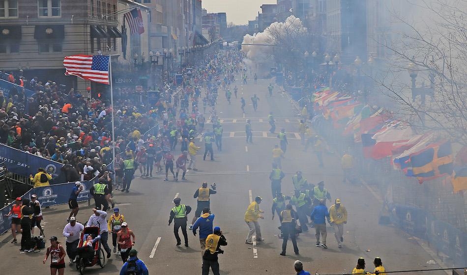 Boston, 15 aprile  2013. Un'immagine scattata dopo l'attentato che provocò tre morti e 264 feriti. Foto di David L. Ryan/The Boston Globe via Getty Images
