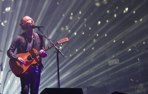 Thom Yorke sul palco del Coachella insieme ai suoi Radiohead il 14 aprile. Foto di VALERIE MACON/AFP/Getty Images