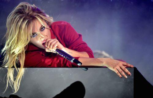 Lady Gaga annulla 10 concerti: «Sono devastata»