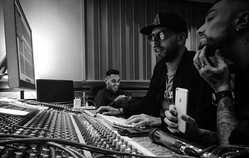 Shablo in studio con Marracash e Guè Pequeno. Foto di Pepsy Romanoff