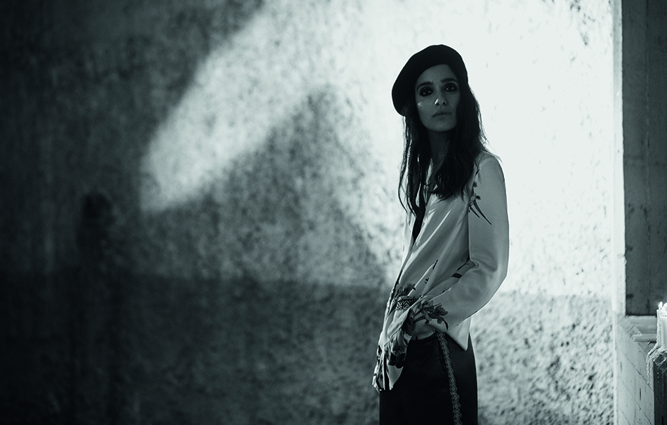 Levante, giacca in seta stampata ETRO, pantaloni in seta EMPORIO ARMANI. Foto Fabio Leidi