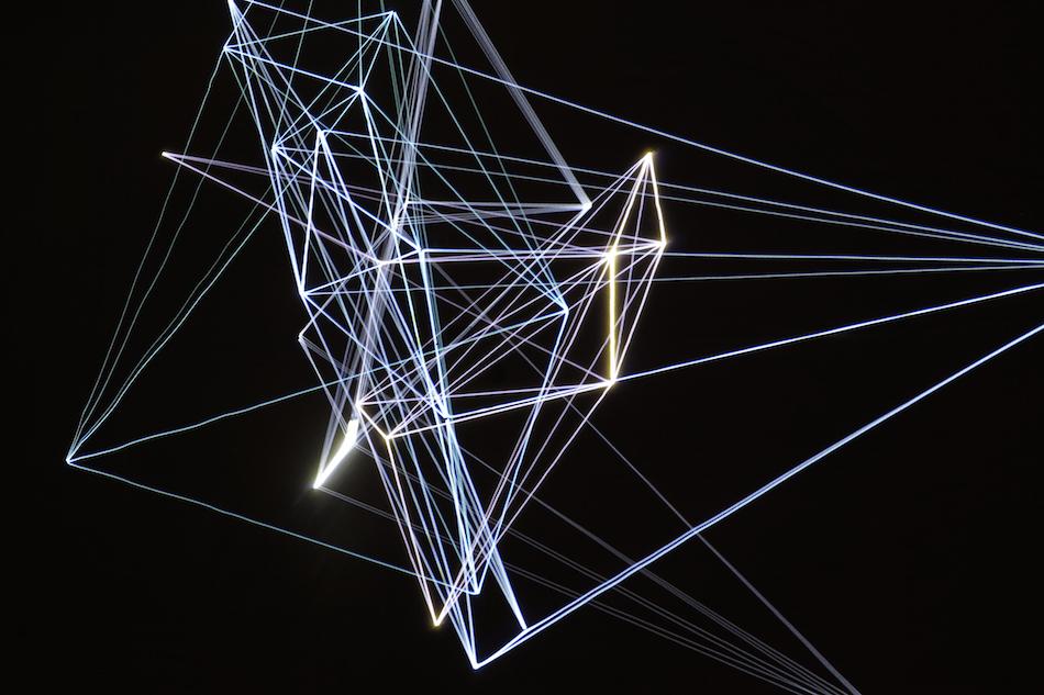 """Un dettaglio dei giochi di laser realizzati da Henke per """"Lumiere III"""""""