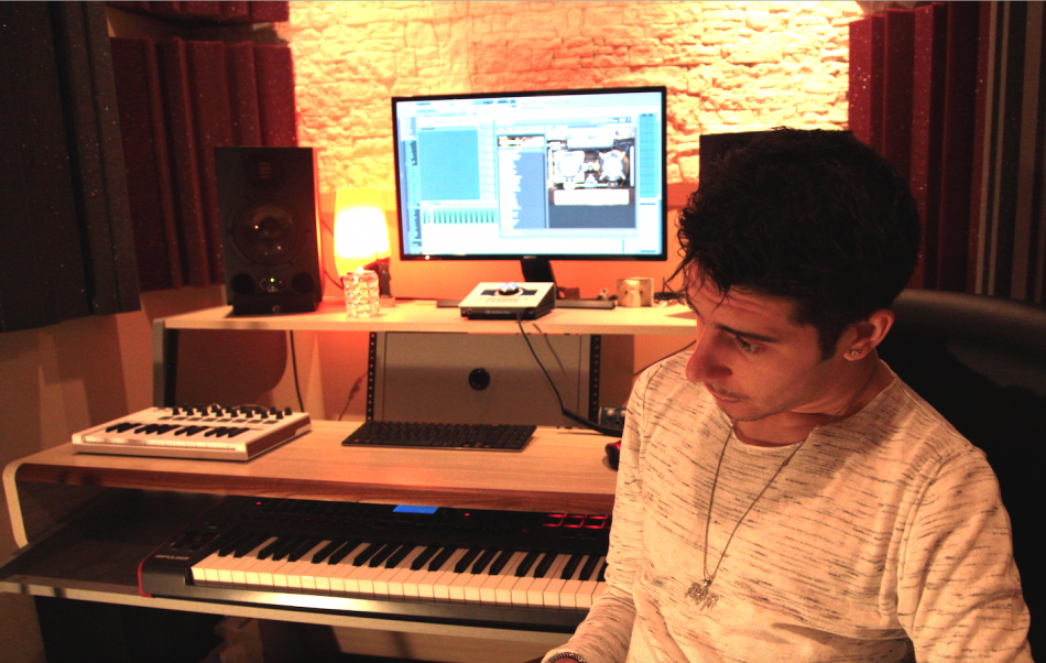 Chris nel suo studio di Settimo Milanese