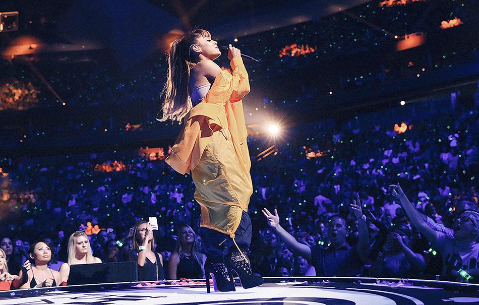 Ariana Grande e altre star domenica in concerto a Manchester