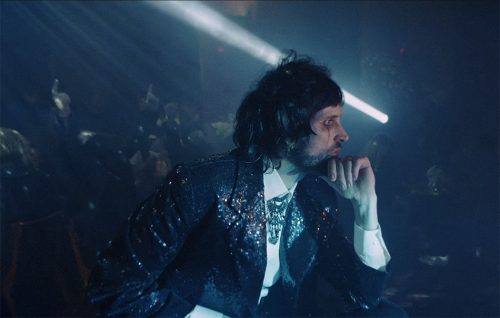 Guarda 'Are You Looking For Action?', il nuovo videoclip dei Kasabian