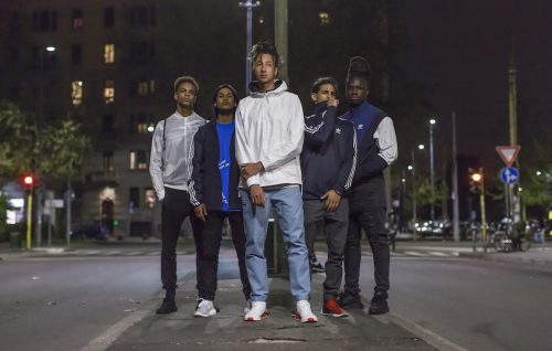 Ghali assieme alla sua crew nelle strade di Milano. Nelle foto scarpe adidas Originals NMD. Foto di Alvise Guagnino, We Are Social