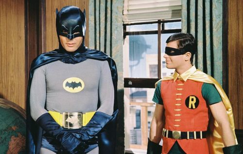 Adam West, qui con Bart Ward nei panni di Robin, è scomparso venerdì a 88 anni