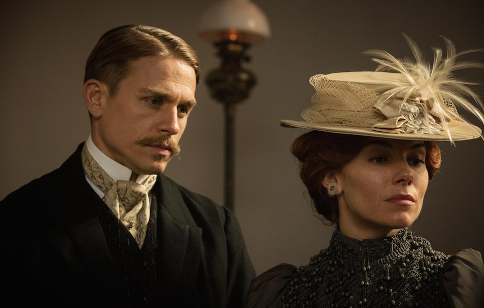 Charlie Hunman e Sienna Miller in 'Civiltà Perduta'