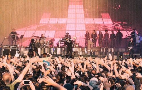 I Gorillaz suonano 'Demon Days' sul palco del Demon Dayz