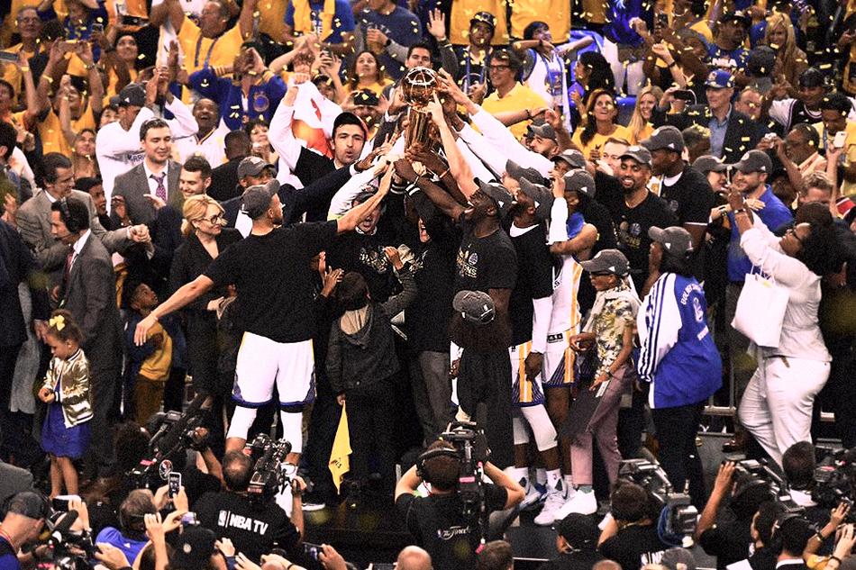 I Golden State Warriors festeggiano la vittoria delle Finals. Foto via Facebook