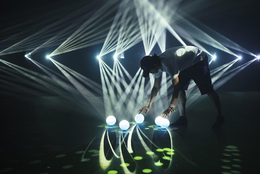 Il lavoro di Daito Manabe per Phosphere