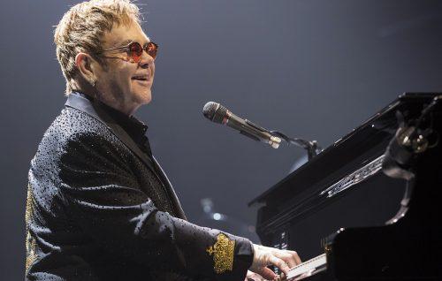 Impeccabile Elton John: il baronetto incanta Mantova