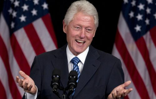 'House of Cards' inizia a tremare, Bill Clinton è tornato (con un libro)