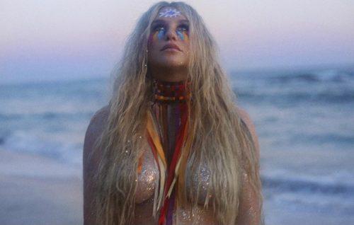 Kesha è tornata: guarda il video di 'Praying'