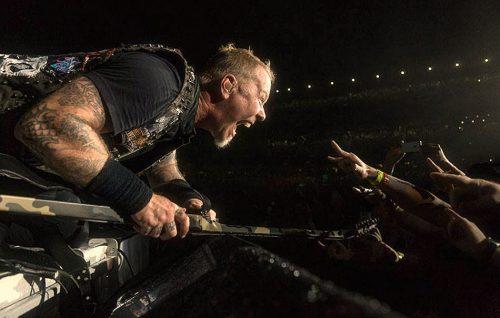 James Hetfield non è contento: «I Metallica non sono sacri, ma meritano rispetto»