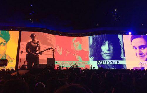 Guarda Patti Smith sul palco con gli U2 per 'Mothers of the Disappeared'