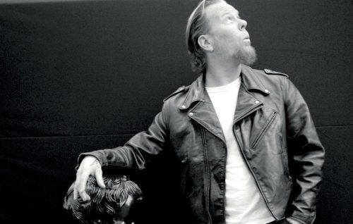 Un uomo ha fatto pipì su una famiglia di fan dei Metallica