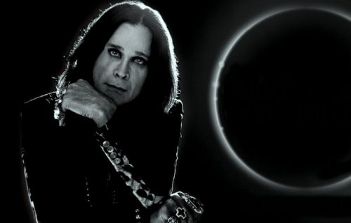 Ozzy Osbourne ha cantato 'Bark at the Moon' sotto l'eclisse solare