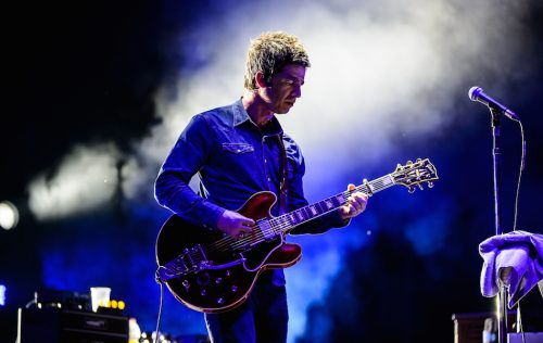 Noel Gallagher riapre la Manchester Arena dopo gli attentati. Guarda il video