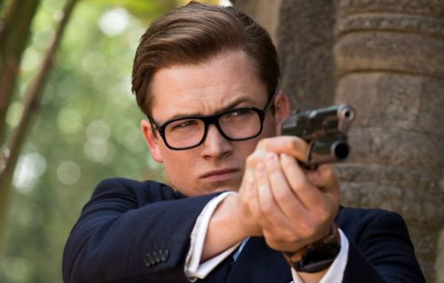 Eggsy (Taron Egerton) indossa l'orologio connesso TAG Heuer Connected Modular 45 Kingsman edition