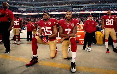 Lo sport americano si inginocchia davanti al razzismo di Trump