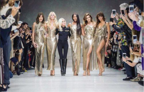 Il momento finale dello show di Versace