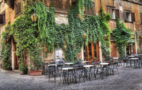 Roma, lo scandalo del Caffè della Pace