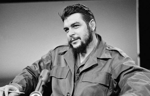 """Che Guevara moriva cinquant'anni fa, un mito """"bello e tragicamente romantico"""""""