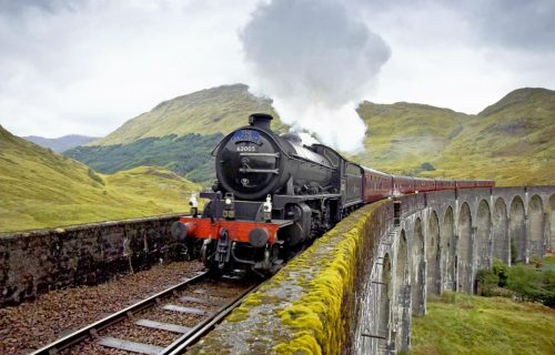 'Harry Potter': l'Hogwarts Express mette in salvo una famiglia bloccata nelle Scottish Highlands