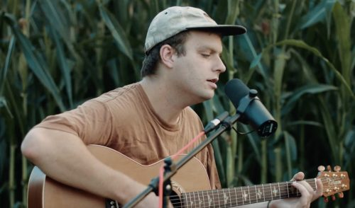 Mac DeMarco in acustico fra le pannocchie per Rolling Stone