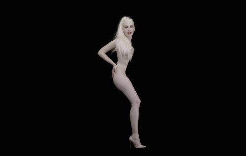 Romina Falconi, il video di 'Cadono saponette' in anteprima