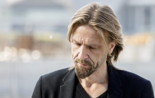 """Giulio Casale nel 1991 ha fondato gli Estra. Il suo ultimo disco è """"Dalla Parte Del Torto"""" del 2012"""