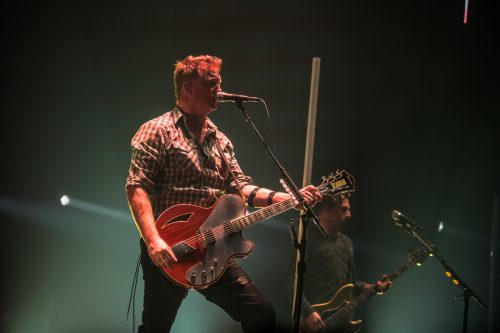 Queens of the Stone Age: «Siamo qui per bere, ballare e scopare»