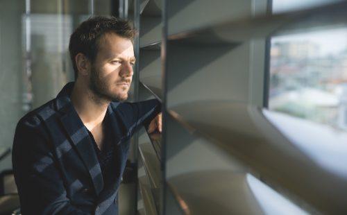 Alessandro Cattelan, il fantasista della tv con il mito di Bobo Vieri