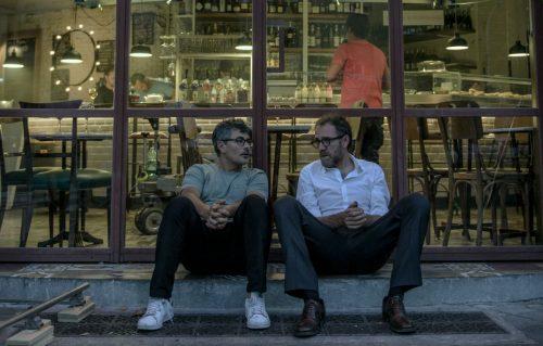 Paolo Genovese e Valerio Mastandrea sul set del film 'The Place', prodotto da Medusa Film e Marco Belardi per Lotus Production, una società di Leone Film Group. Foto di Maria Marin